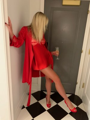 Coral ladyboy escort girls in Riverton